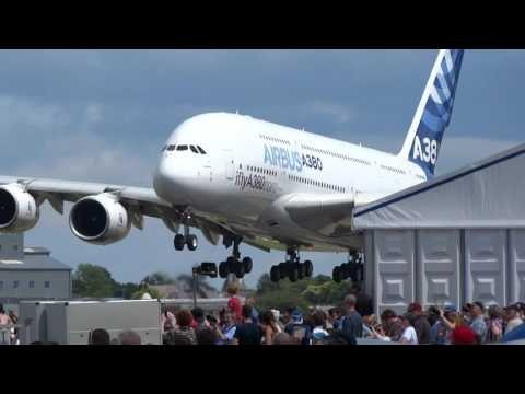 [Plane Spotting] Airbus Industrie A380-800 landing at Farnborough Airport