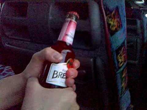 öppna flaska med snusdosa