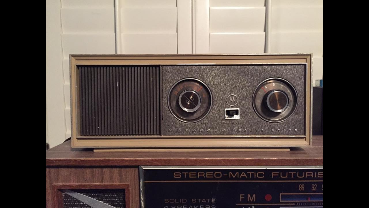 vintage 1967 motorola solid state am fm table radio youtube. Black Bedroom Furniture Sets. Home Design Ideas
