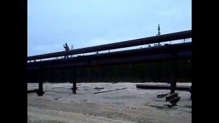 двумя кранами поднимаем 90 метров 426 трубы