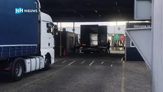 Zestien mensen gevonden in vrachtwagen in haven IJmuiden