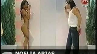 Repeat youtube video Noelia Arias impacta con desnudo total en televisión