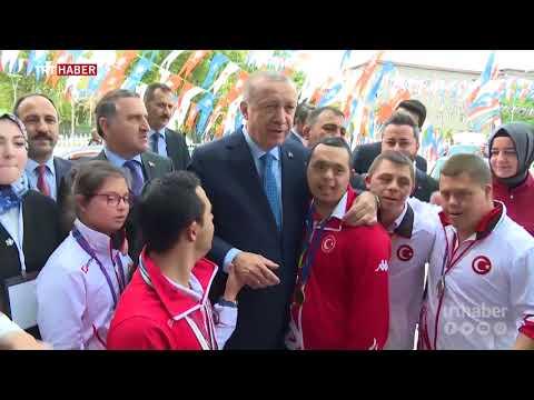 Cumhurbaşkanı Erdoğan'ı down sendromlu sporcular karşıladı