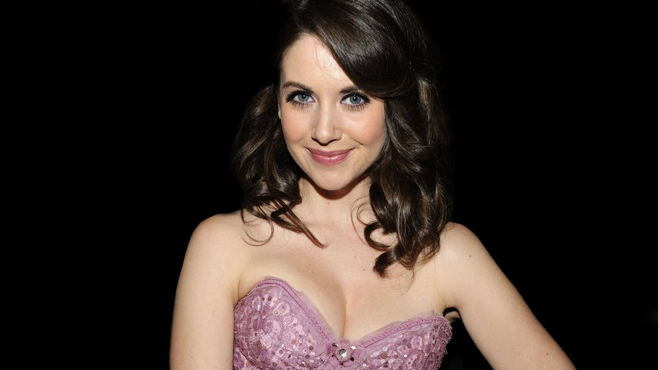 Alison Brie Xxx costumes, lighsabers and alison brie?! week in review - 24.8.2015
