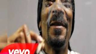 Sn.oop Dogg Ft. Bust.a Rhyme.s & Stresmatic – Powder On My Clothes