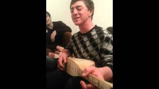 Расул Омаров на пандуре (русско-аварская песня)