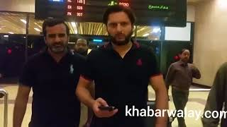 Sir Viv Richard and his wife  reached in Karachi.