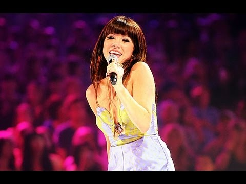 Carly Rae Jepsen  Call me maybe  at Teen Choice Awards HD  Call me maybe directo
