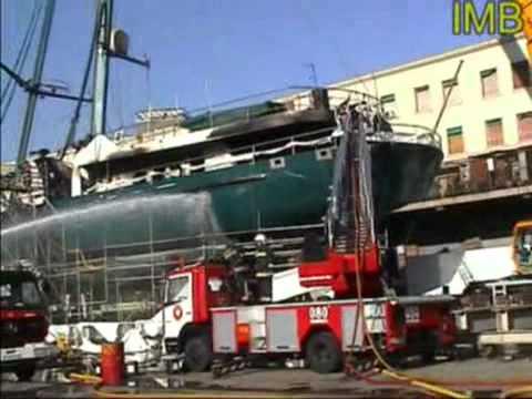 "Fire in a yacht ""LAMU"" at Barcelona port on 2002 / Marine Surveyors Barcelona"