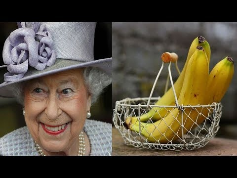 Everyone Is Criticizing The Way The Queen Eats Bananas, Do You Think It's Strange?