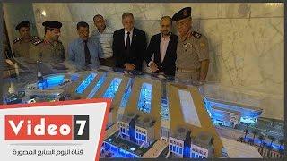 مساعد وزير الدفاع يتفقد الماكيت الجديد لأرض جامعة مصر للعلوم