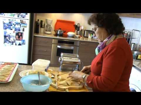 Πώς φτιάχνονται τα Πουρέκια. How to make Pourekia
