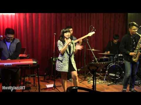 YURA - Runaway Baby ~ Mercy @ Mostly Jazz 15/05/14 [HD]