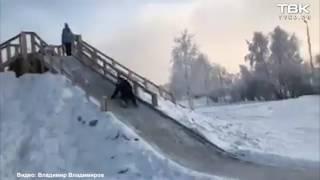Депутат протестировал горку на городской ёлке Красноярска
