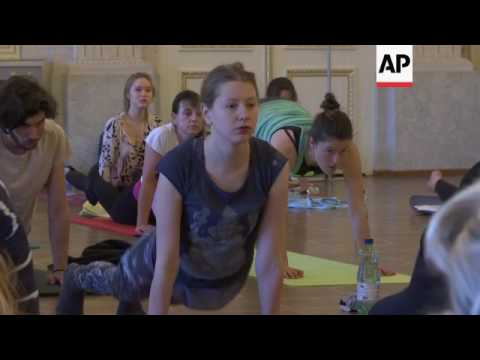 Vienna museum visitors combine art and yoga