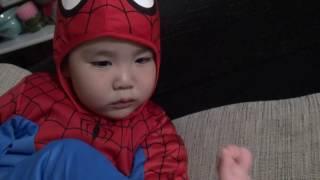 スパイダーマンが大好きです(o^―^o) しーくんスパイダーマンに変身!!