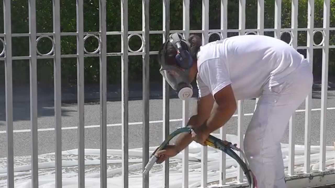 aérogommage sur portail en fer forgé - youtube