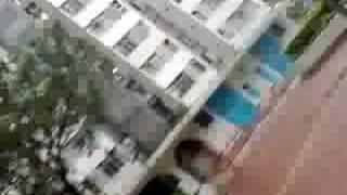 颱風鸚鵡 - 隔離屋邨的九號風球情況