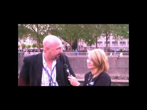 gamescom 09 Videoblog von EA: Kane Interview