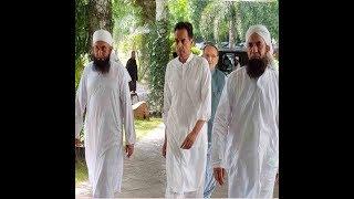 Maulana Tariq Jameel arrives Jati Umra, PML-N workers stopped at gate