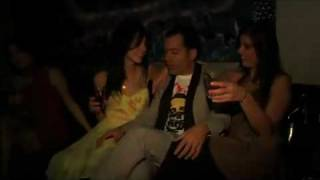Los Amigos Invisibles - Mentiras (Video Oficial)
