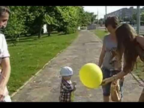 Yes Раздача шариков и конфет прохожим 4