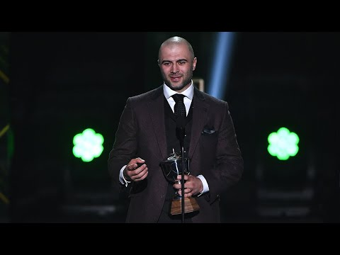 Mark Giordano receives Norris Trophy at NHL Awards