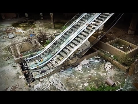 Inside America's dead shopping malls   Dan Bell