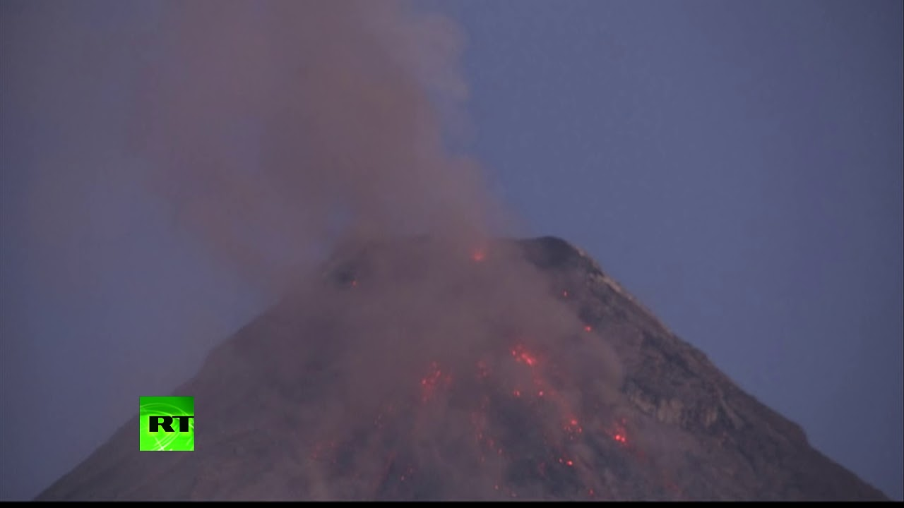 Пепел и лава: на Филиппинах произошло извержение вулкана Майон