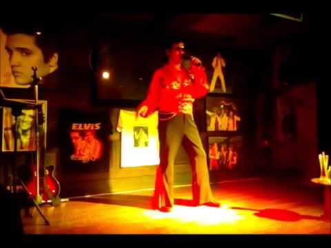 Elvis performing at the Boathouse Restaurant in Jomtien, Thailand