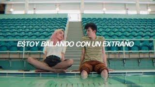 Sam Smith ft. Normani - Dancing With A Stranger // español