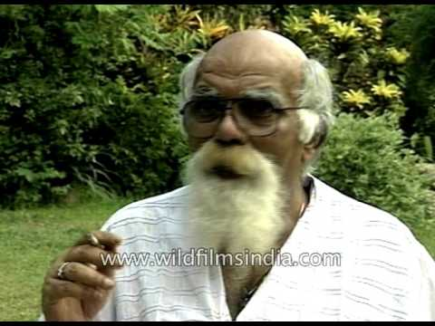 Comedian Mehmood of Bollywood smokes during interview