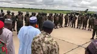 Baba Buhari yayiwa Sojojin Nigeria Huduba kafin su tafi bakin daga