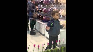 В магазине нижнего белья(Ребенок в магазине нижнего белья Барнаул., 2014-06-27T23:58:14.000Z)