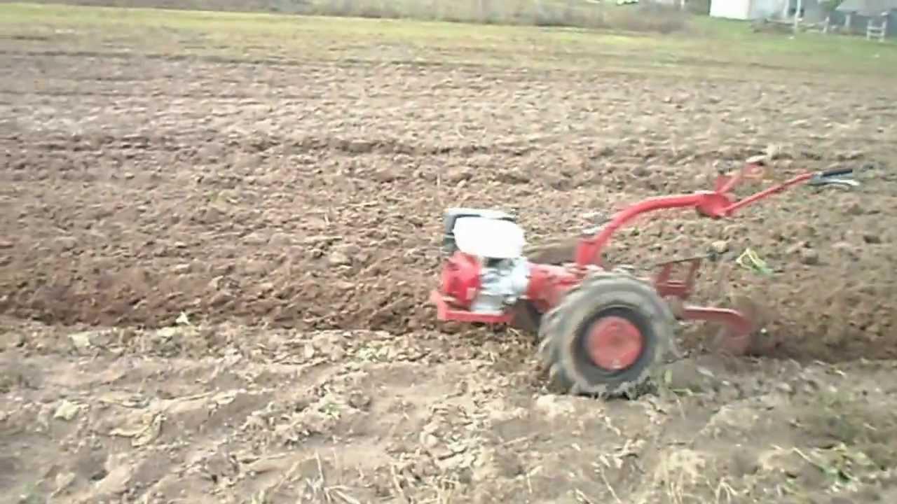 мотоблоки пашут землю видео