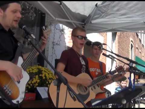 Three Wooden Crosses (RANDY TRAVIS COVER) Munson Music- Oktoberfest ...