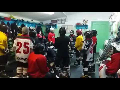 "Хоккейная команда ""Горняк"" из города Кушва танцуют танец SKIBIDI"