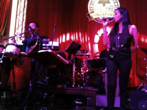 Tawandang Microbrewery Dempsey(Singapore) In-House Thai Band Performance2: Shanghai Tan 24/7/11(Sun)