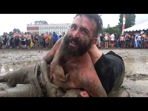 Montebello Rockfest 2017 mud wrestling: guy comes to the rescue of his girlfriend