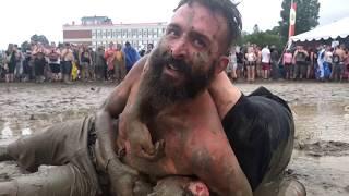 Montebello Rockfest 2017 mud wrestling: guy comes to the rescue of his girlfriend