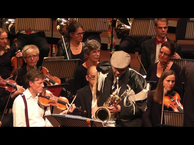 Ties Mellema plays Lago's 'Vagabundo' for baritone sax and orchestra