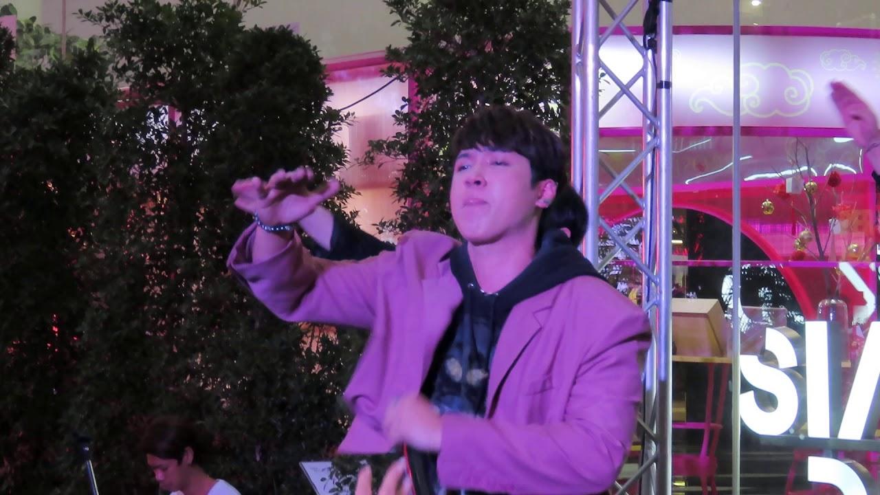 แกงส้ม Kangsom-O.K.นะคะ (Ver.หน้ากากร็อตไวเลอร์) @ OneSiam One LOVE Concert at Siam Discovery