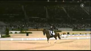 WEG Kentucky 2010 - Grand Prix Kür - Laura Bechtholtsheimer mit Mistral Hojris.mp4