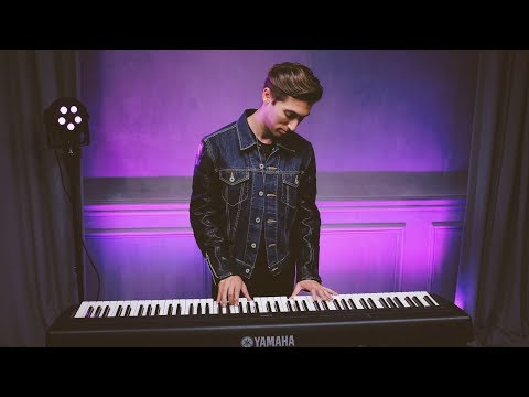 JUSTIN JESSO Performs 'STARGAZING'
