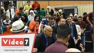بالفيديو.. مجدى يعقوب يفاجئ طلاب مدينة زويل ويحضر الحفل الختامى لمهرجان العلوم