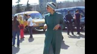 ПРИКОЛ!!!Бабка жонглер гор.Магнитогорск