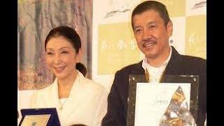 俳優の奥田瑛二(68)と妻でタレントの安藤和津(70)が25日放送...