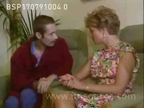 Princess Diana visits AIDS clinic (1)