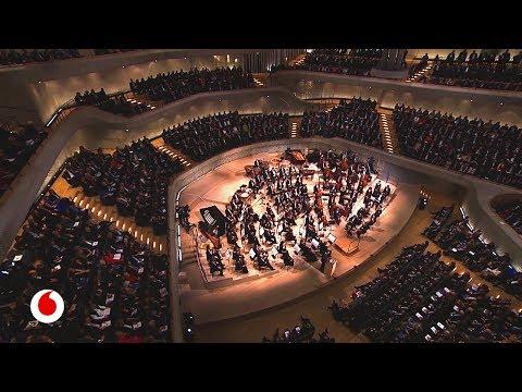 Tecnología digital y acústica perfecta para la sala de conciertos Elbphilharmonie en Hamburgo