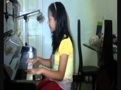 Aurellia Piano Singer (10 years old) play Lady Gaga - Bad Romance.mp4